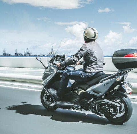 Qué debo llevar en la maleta para viajar en moto